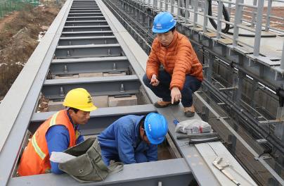 蒙華鐵路完成全線鋪軌找'风,很多鐵路鋪設會用到這小小的設備